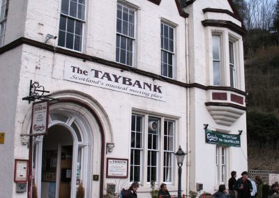 Gordon Hatton, The Taybank, Dunkeld, CC BY-SA 2.0